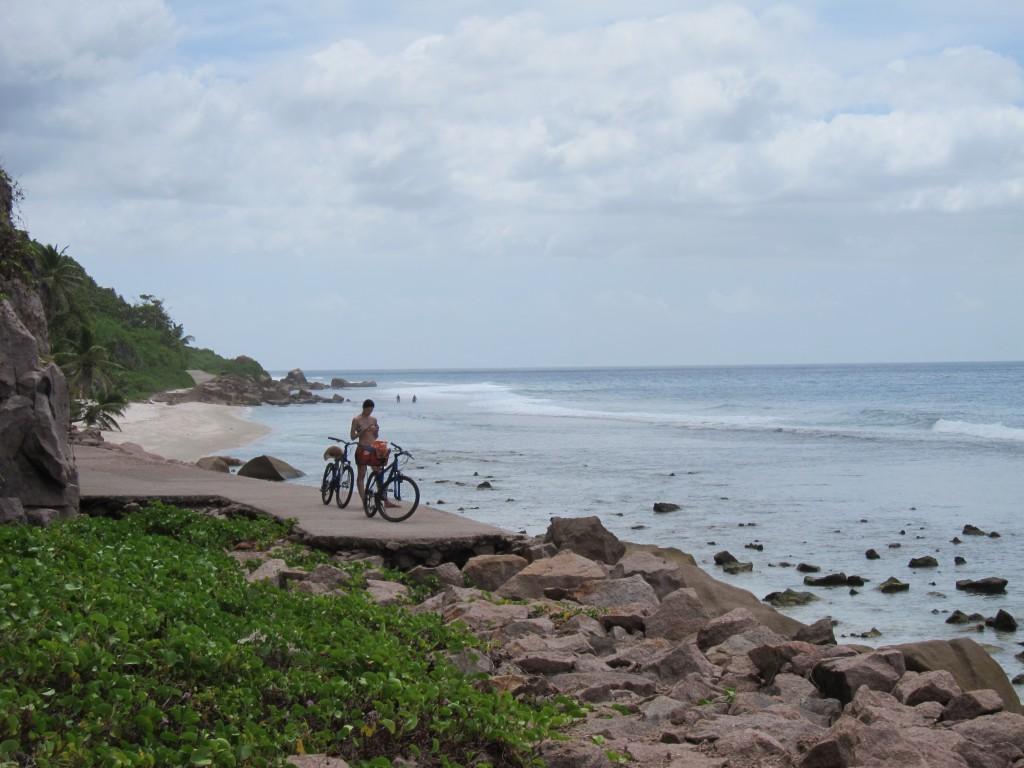 велодорожка неожиданно заканчивается, La Digue